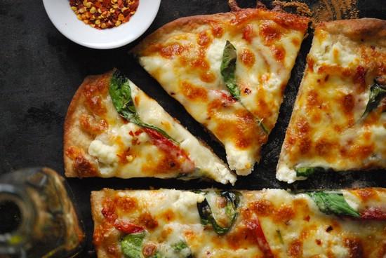 Быстрая пицца в духовке без дрожжей