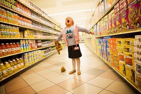 Что делать, если ребёнок выпрашивает что-то в магазине