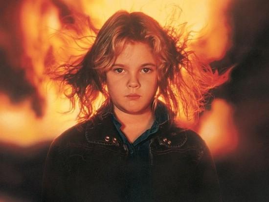 Чарли МакГи (Дрю Бэрримор) в фильме Воспламеняющая взглядом (Firestarter, 1984)