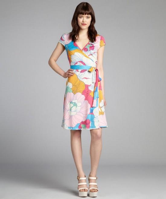 Как носить платье с запахом