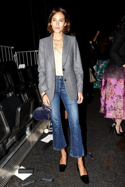 Как носить укороченные джинсы-клеш