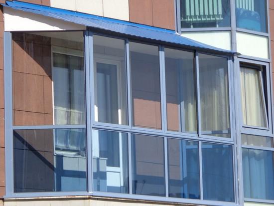 Как сэкономить при остеклении балкона