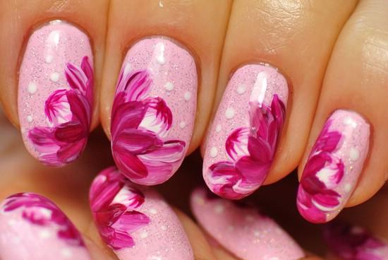 Маникюр с розовым лаком