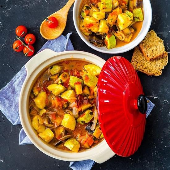 Овощное рагу с кабачками, баклажанами, помидорами