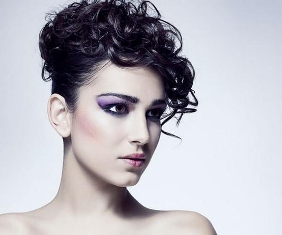 Причёски для кудрявых волос