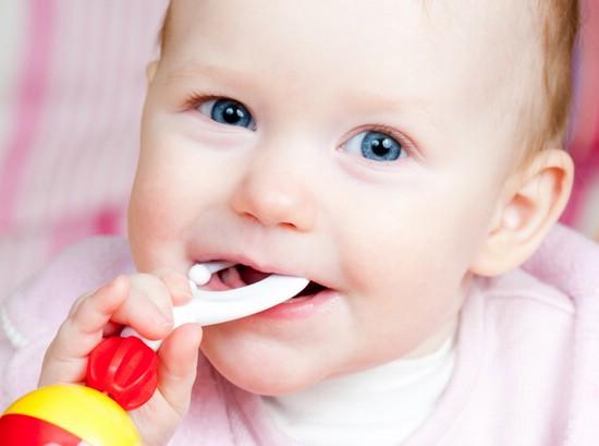 Ребёнок всё тащит в рот