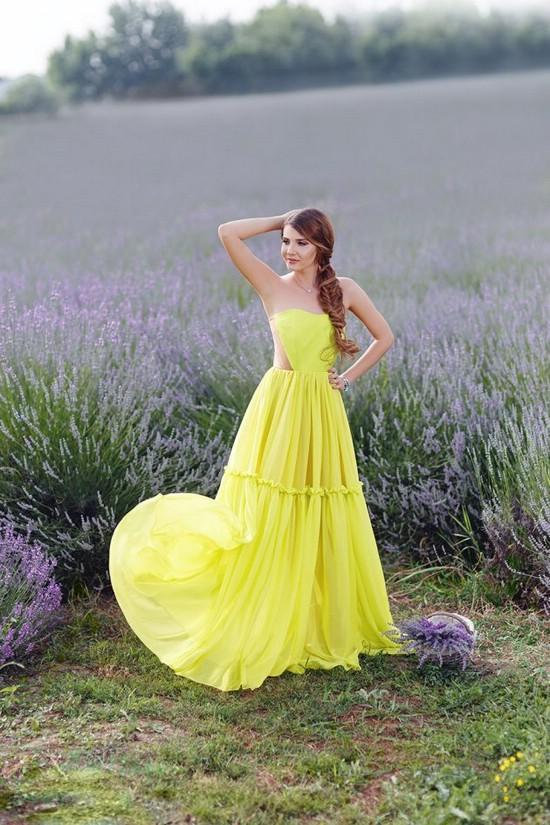 Как носить одежду неоновых цветов