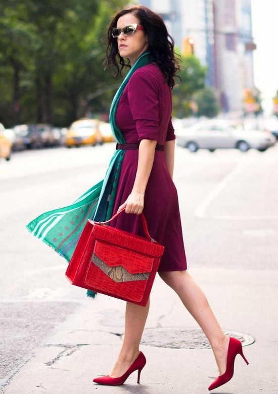 Туфли красного цвета на каблуке