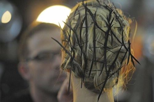 Высокие прически для длинных волос на выпускной